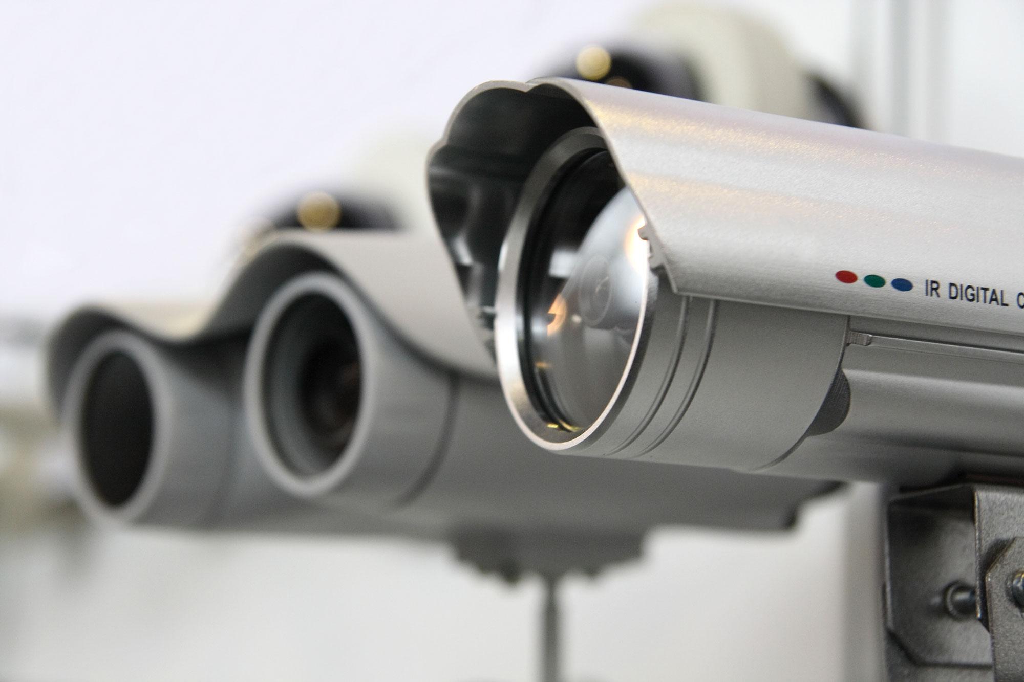 بررسی دلایل نویز در تصویر دوربین ها و روش های برطرف سازی